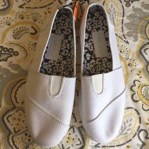 Shoes - Women's canvas shoes